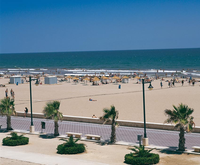 Valencia-Beach-October-Holidays